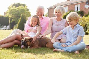 familia con mascota